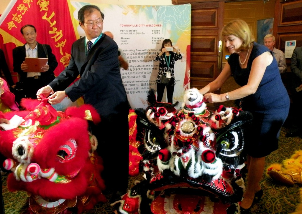 The Mayor of Townsville Cr Jenny Hill and Mr Yang Xiaoguang, Chairman, Foshan Committee of the Chinese People's Political Consultative Conference, Foshan City (China)